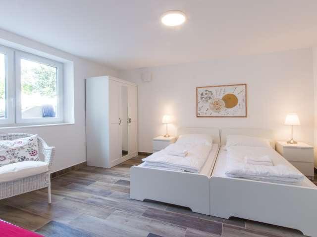 Großes Zimmer in der Wohnung mit 3 Schlafzimmern, Steglitz-Zehlendorf