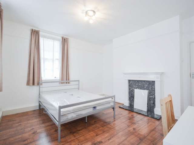Room in 3-bedroom flatshare in City of Westminster, London