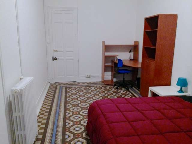 Ample room in 9-bedroom apartment in Puerta del Sol, Madrid