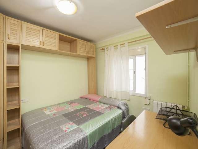 Cozy room for rent in Montbau, Barcelona