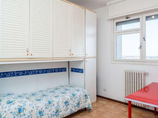 Rooms for rent in apartment in Gratosoglio, Milan