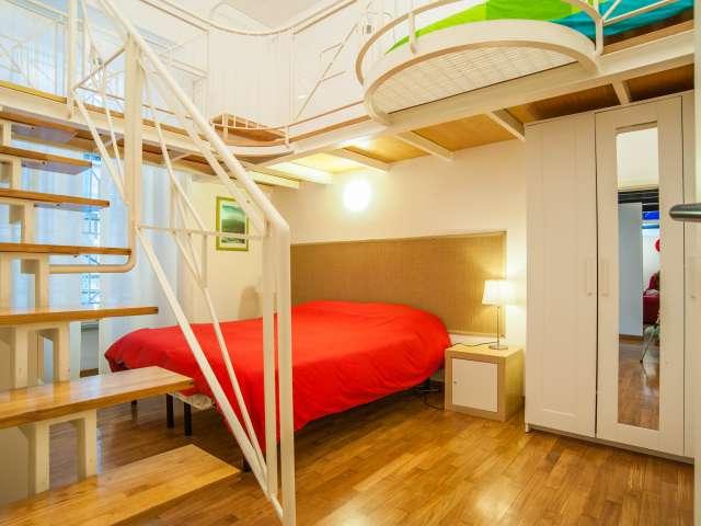 Camera indipendente in appartamento con 3 camere da letto a Prati, Roma
