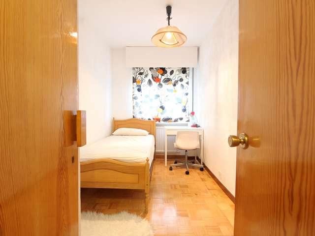 Exterior room in shared apartment in Arganzuela, Madrid