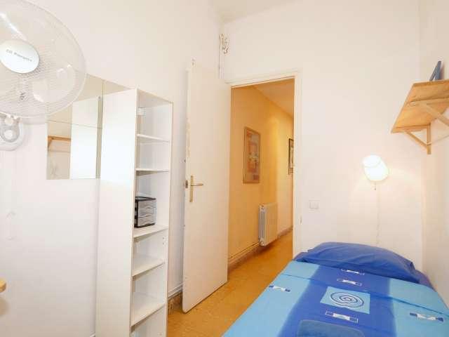 Light room in 3-bedroom apartment in Gràcia, Barcelona
