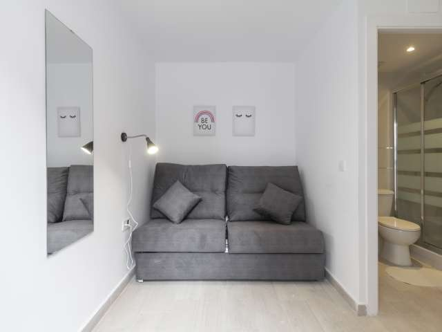 Studio apartment with terrace for rent in Usera, Madrid