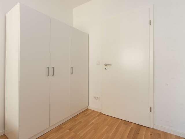 Zimmer zu vermieten in 6-Zimmer-Wohnung in Mitte, Berlin
