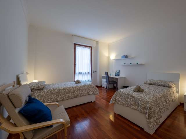 Room for rent in 5-bedroom apartment in Conchetta