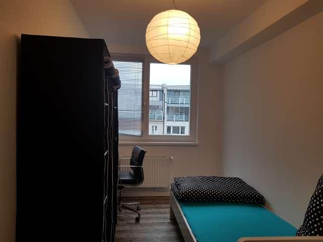 Zimmer zu vermieten in Wohnung, 9 Schlafzimmer, Mitte, Zentrum Berlins