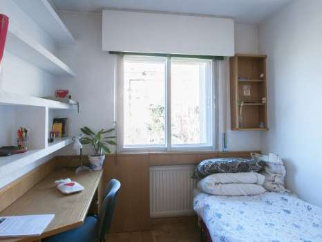 Furnished room in shared apartment in Arganzuela, Madrid