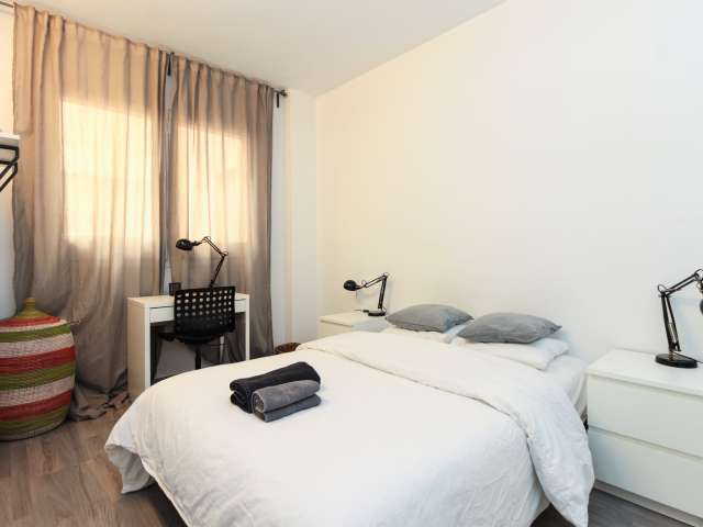 Cosy room for rent in 4-bedroom apartment in Horta-Guinardó