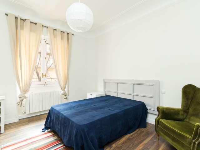 Tolles Zimmer in einer 7-Zimmer-Wohnung in Argüelles, Madrid