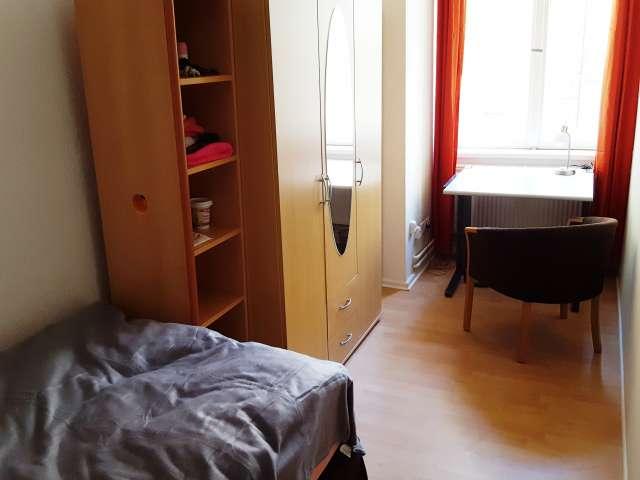 Zimmer zu vermieten in massiver Wohnung, 9 Zimmer, Mitte, Berlin