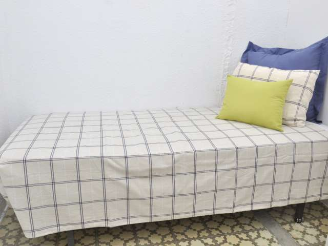 Inviting room in 4-bedroom apartment in Gràcia, Barcelona