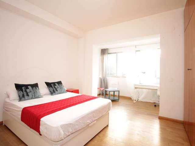 Spacious room for rent in Zona Universitaria, Barcelona