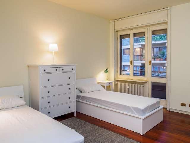 Lovely room in 3-bedroom apartment in Zona Solari, Milan