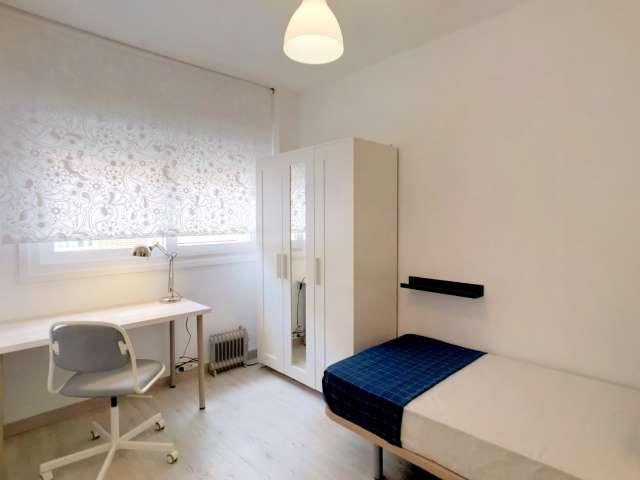 Nice room for rent in 5-bedroom apartment,Puente de Vallecas