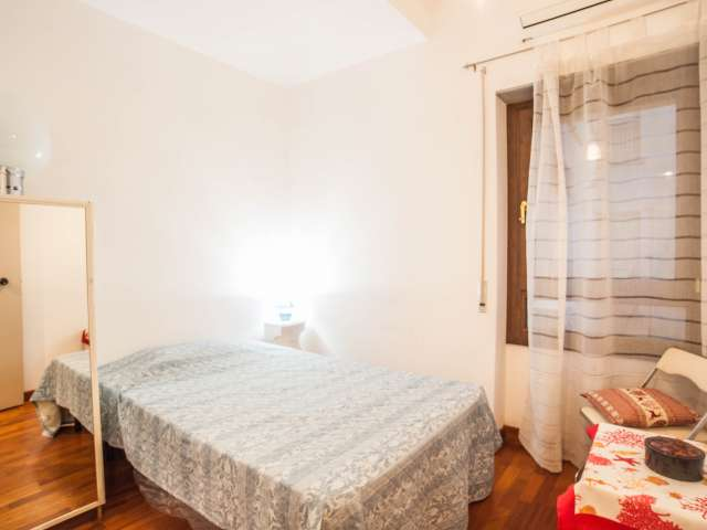 Cozy room in 3-bedroom apartment in Prati, Rome