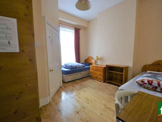 Lits à louer dans des chambres partagées, maison de 6 chambres à coucher, Stoneybatter