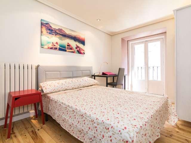 Habitación amueblada en apartamento de 6 dormitorios en Centro, Madrid