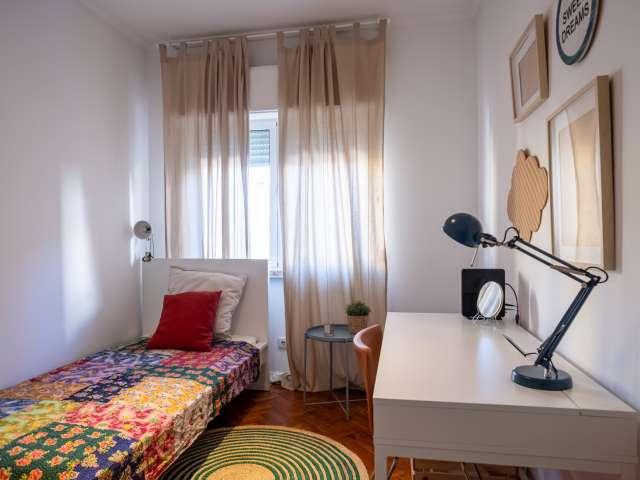 Quarto acolhedor em apartamento de 3 quartos na Ajuda, Lisboa