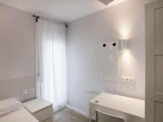 Balcony room in 5-bedroom apartment in Gràcia, Barcelona