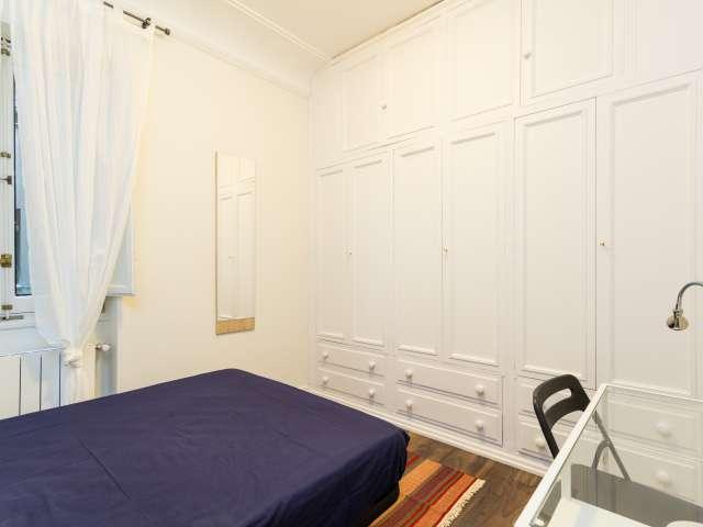 Dekoriertes Zimmer in einer 7-Zimmer-Wohnung in Argüelles, Madrid