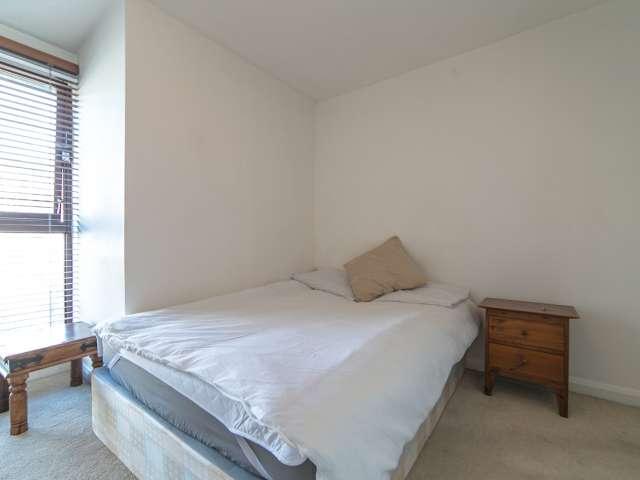Rooms to rent in 3-bedroom apartment in Camden, London