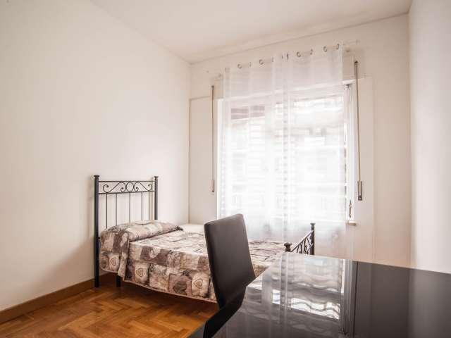 Accogliente camera in appartamento con 5 camere da letto a Balduina, Roma