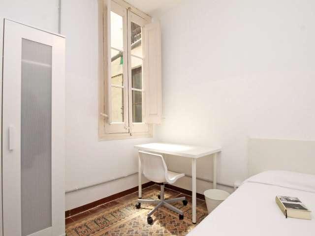 Großes Zimmer in einer 8-Zimmer-Wohnung in Barri Gòtic, Barcelona