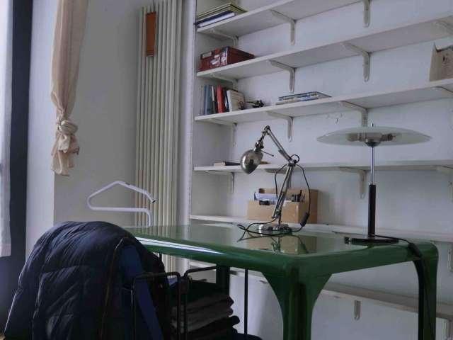 Camera confortevole in appartamento condiviso a Porta Romana, Milano