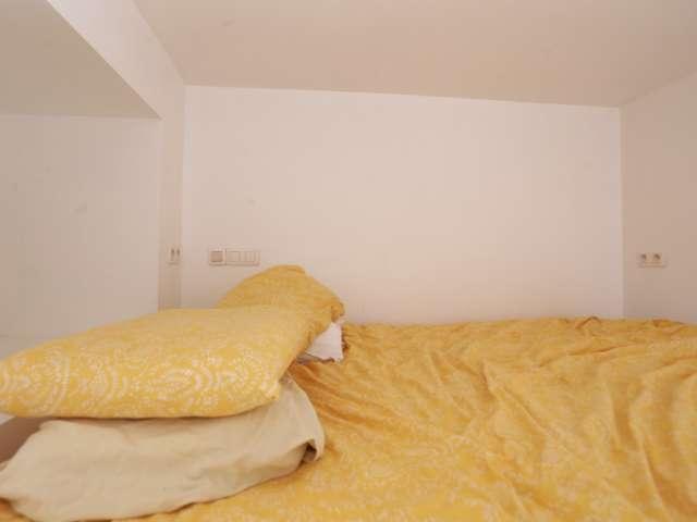 Furnished room 3-bedroom apartment in Schaerbeek, Brussels