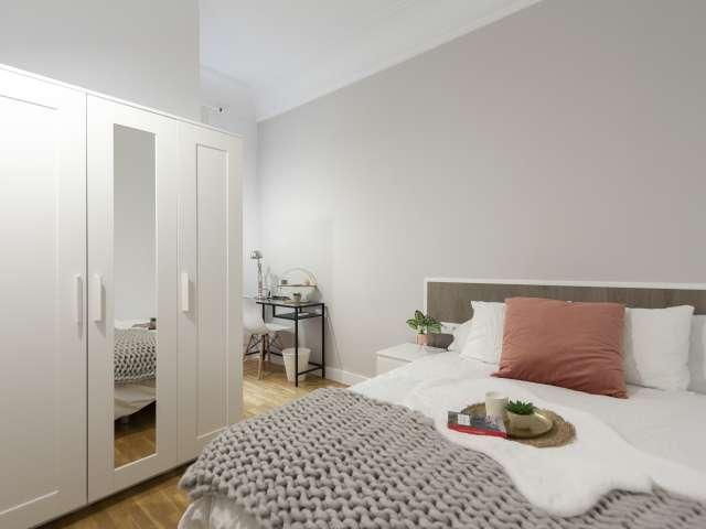 Sleek room in 9-bedroom apartment in Retiro, Madrid