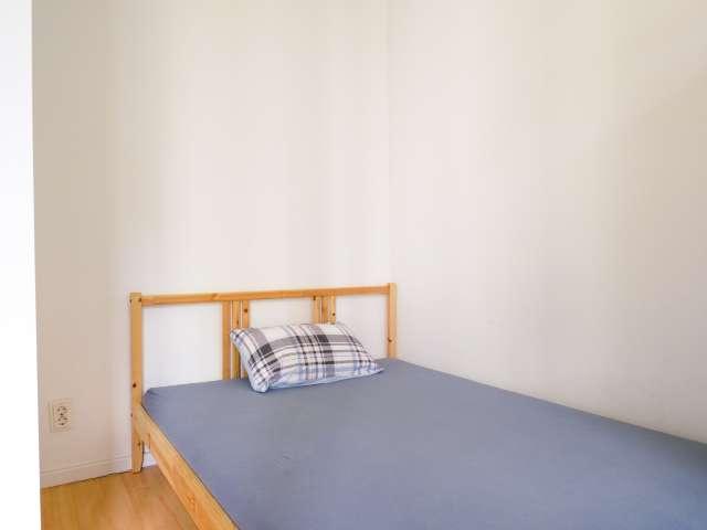 Zimmer zu vermieten, Apartment mit 3 Schlafzimmern, Kreuzberg, Berlin