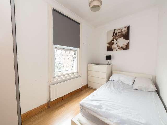 Amplia habitación en piso de 5 dormitorios en Newham, Londres