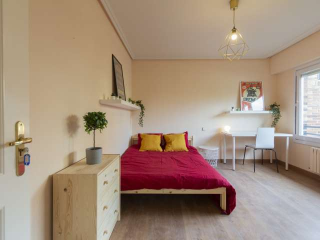 Room for rent in 12-bedroom apartment in Valdezarza, Madrid