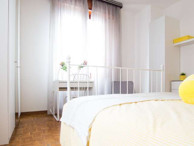 Furnished room in 5-bedroom apartment in Bicocca, Milan