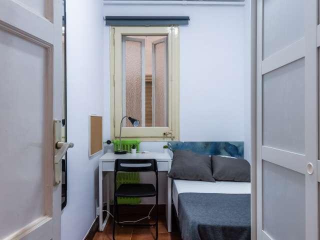 Single room for rent, 8-bedrooms, L'Esquerra de l'Eixample