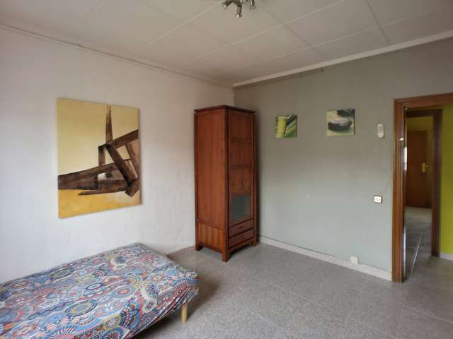 Room to rent in 3-bedroom apartment in Sant Martí, Barcelona