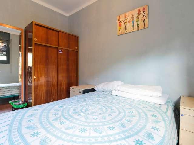 Balcony room in 3-bedroom apartment in Poble-sec, Barcelona