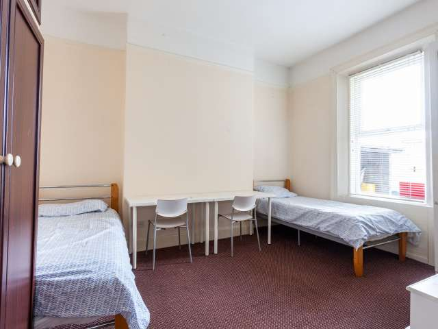 Bed to rent in cosy room in 12-bed house, Downtown, Dublin