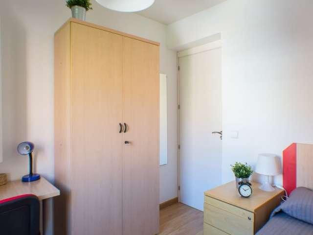 Chambre à louer dans un appartement moderne de 4 lits, Rios Rosas, Madrid