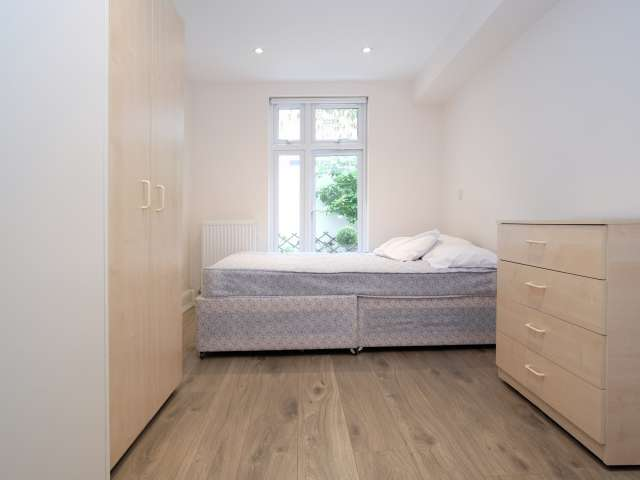 Large room in shared flat in Pimlico, London