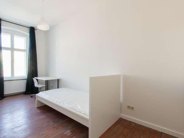 Möbliertes Zimmer in 4-Zimmer-Wohnung, Prenzlauer Berg