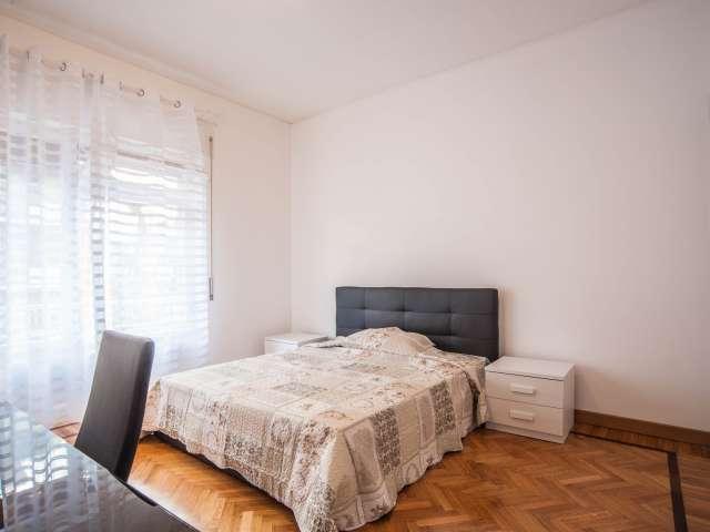 Modern room in 5-bedroom apartment in Balduina, Rome
