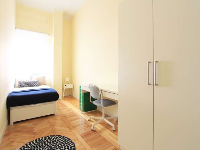 Bright room in 7-bedroom apartment in Retiro, Madrid
