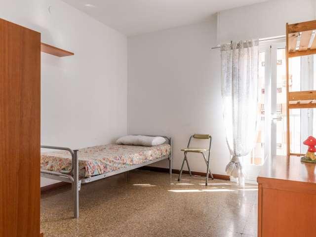 Cozy room in 3-bedroom apartment in Sant Martí, Barcelona