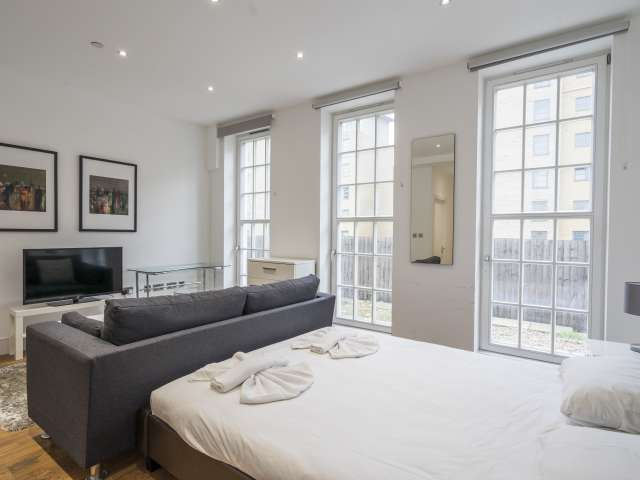 Stylish 1-bedroom flat to rent in Limehouse, London