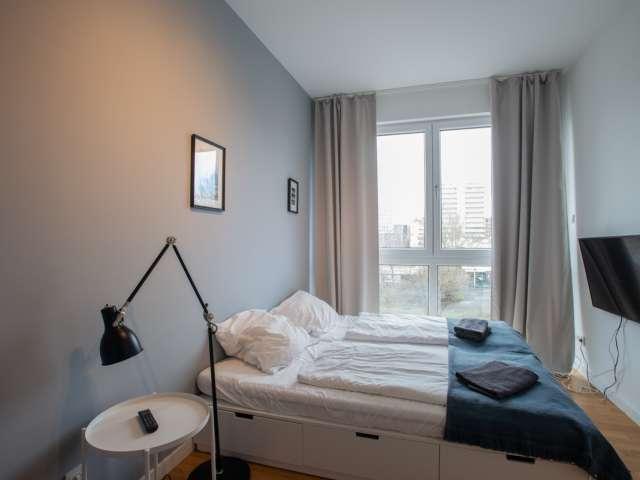 Zimmer in Wohnung mit 5 Schlafzimmern in Mite, Berlin