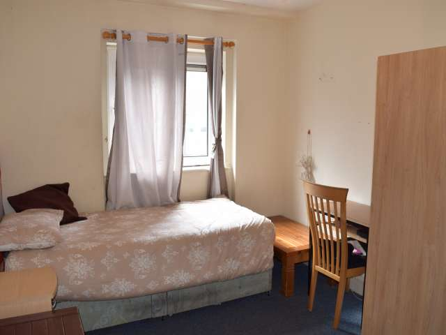 Furnished room in 2-bedroom apartment in Tallaght, Dublin