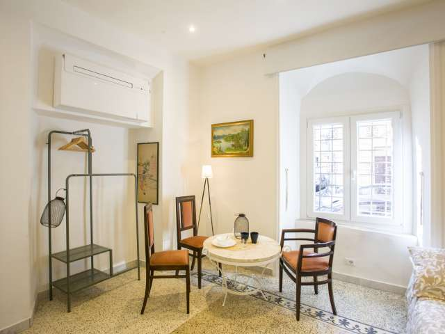 Room for rent in apartment with 2 bedrooms in Centro Storico